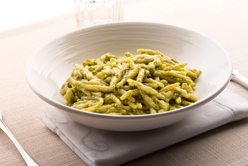 Pesto del al de Trofie, pastas regionales de Liguria foto de archivo libre de regalías