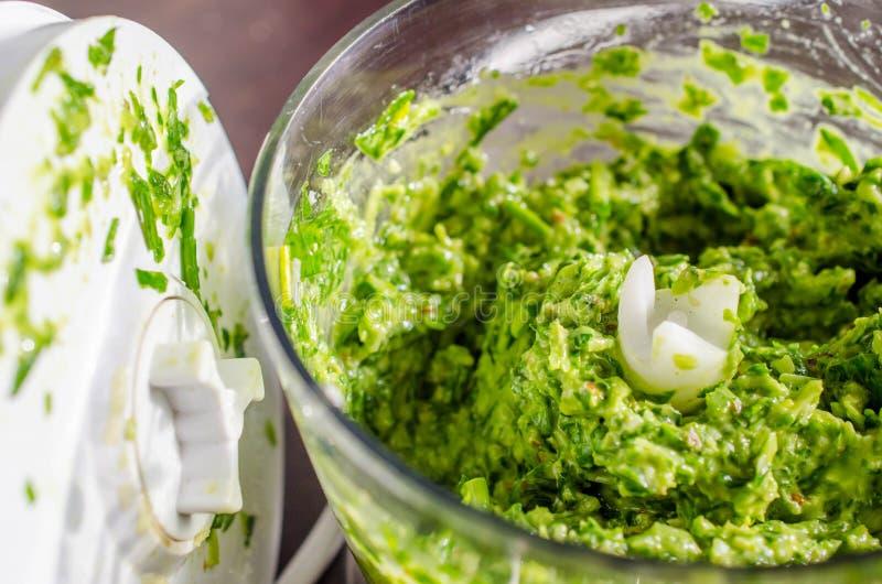 Pesto för lös vitlök och parmezan arkivfoton