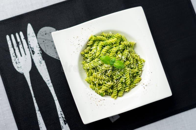 Pesto makaron od above zdjęcia stock
