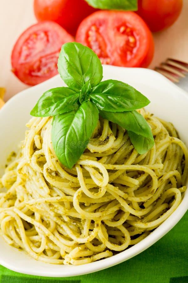 pesto spaghetti obraz royalty free