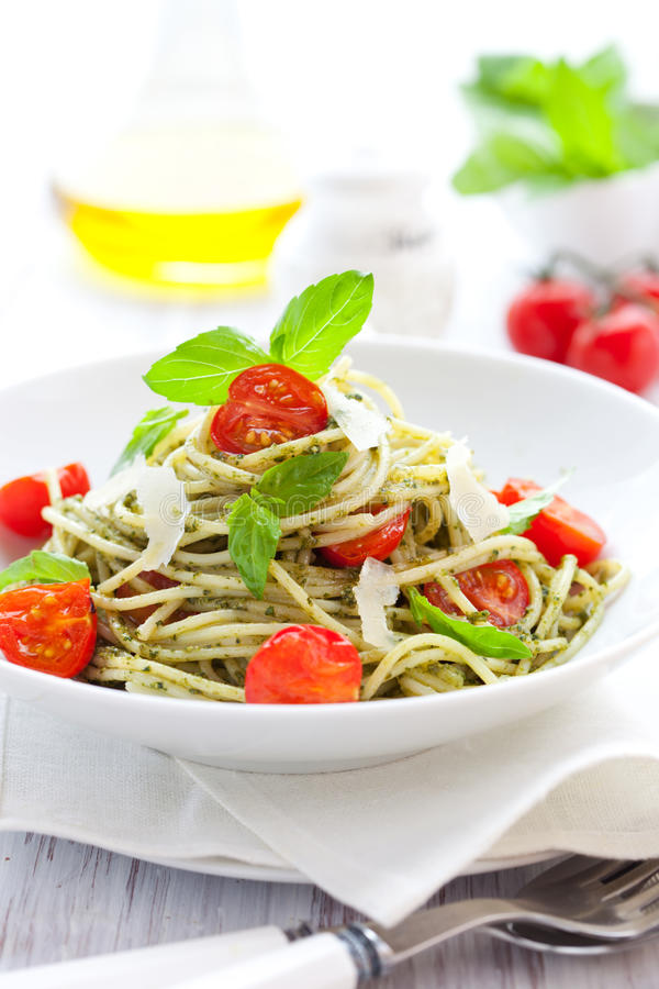 pesto spaghetti pomidor zdjęcia royalty free