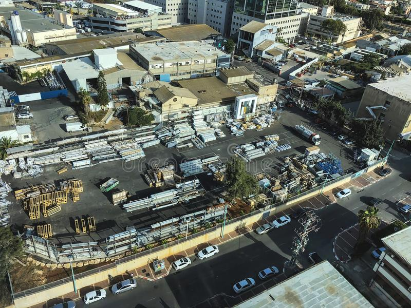 PETACH TIKVA, ISRAEL - APRIL 17, 2018: Bästa sikt av den industriella zonen i Petach Tikva i Israel royaltyfri bild