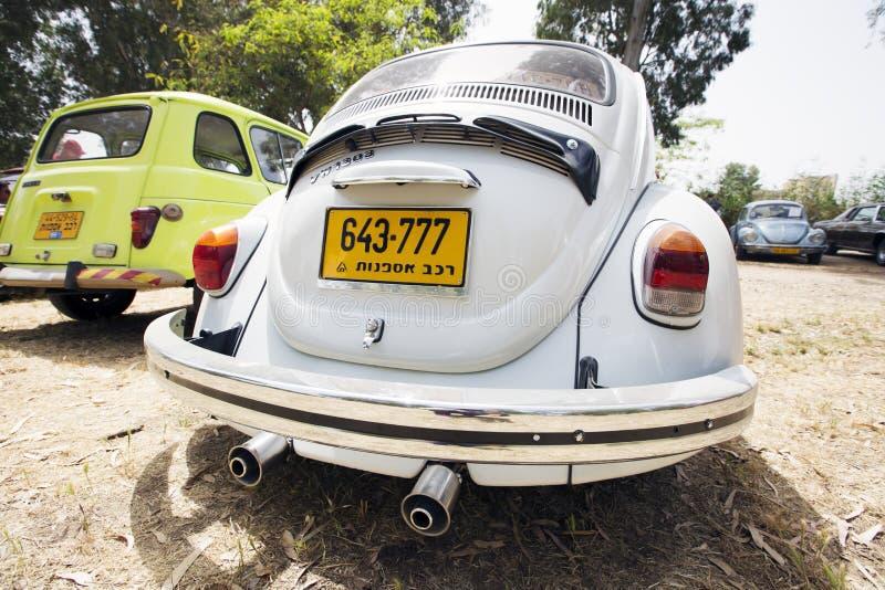 PETAH TIQWA, ISRAËL - MEI 14, 2016: Achterdeel van Volkswagen Beetle in Petah Tiqwa, Israël stock foto's