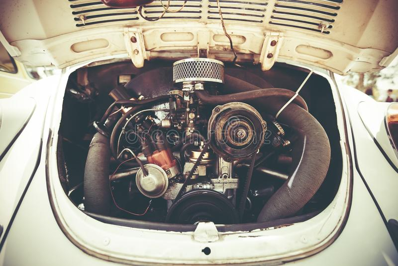 PETAH TIQWA, ISRAËL - MEI 14, 2016: Achtermotor van Volkswagen Beetle in Petah Tiqwa, Israël stock foto's