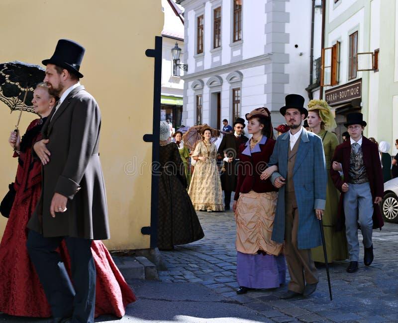 Petalled Różany festiwal na bystreet w Cesky Krumlov obraz royalty free