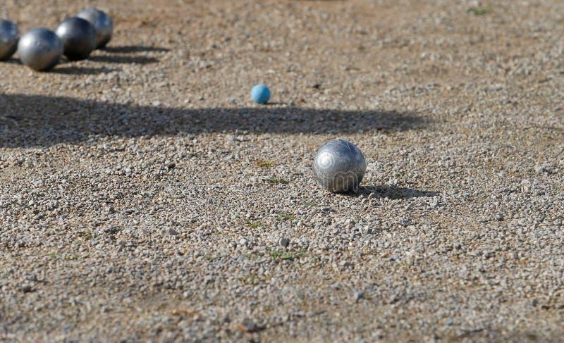 Petanqueballen tijdens lokale toernooien in het Spaanse Eiland Mallorca royalty-vrije stock afbeeldingen