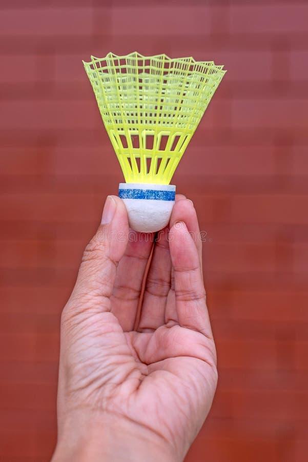 Peteca plástica do badminton à disposição fotografia de stock