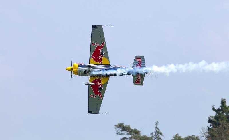 Download Peter Besenyei Od Węgry Na Airshow Zdjęcie Stock Editorial - Obraz złożonej z komarnica, powietrze: 57661543