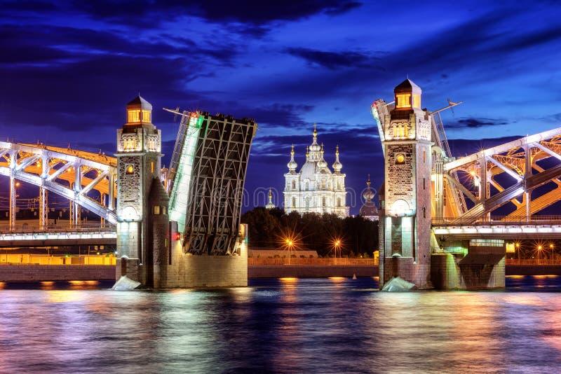 Peter de Grote Brug, St. Petersburg, Rusland stock foto's