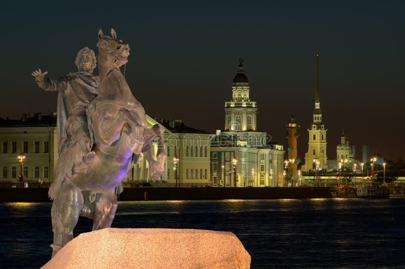 Peter den stora statyn i St Petersburg, Ryssland fotografering för bildbyråer