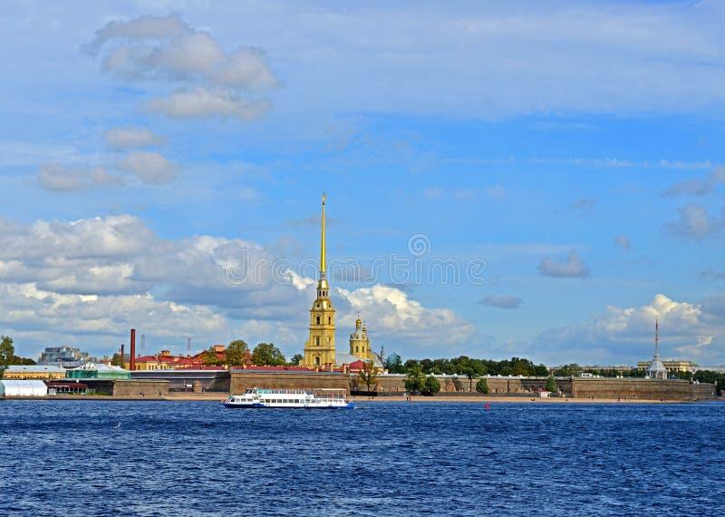 Peter e Paul Fortress 1703-1740 na ilha de Zayachy ao longo de Neva River St Petersburg fotos de stock