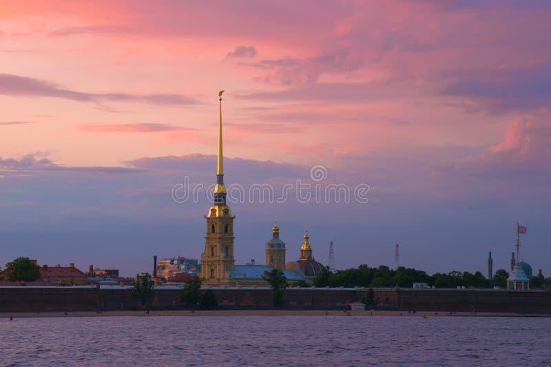 Peter e Paul Fortress, por do sol St Petersburg, R?ssia imagens de stock