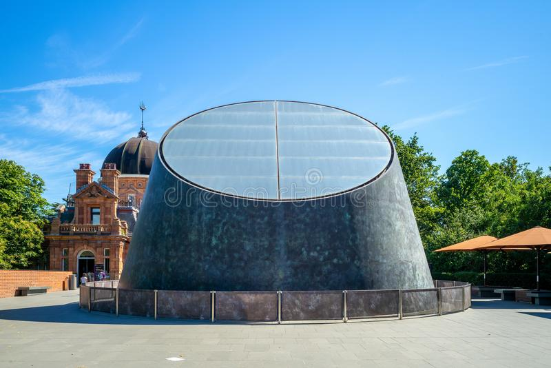 Peter Harrison Planetarium i greenwich parkerar royaltyfri foto