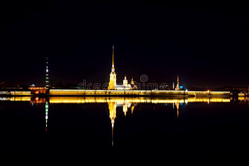 Peter i Paul forteczny widok z lotu ptaka przy nocą w świętym Petersburg, Rosja zdjęcie royalty free