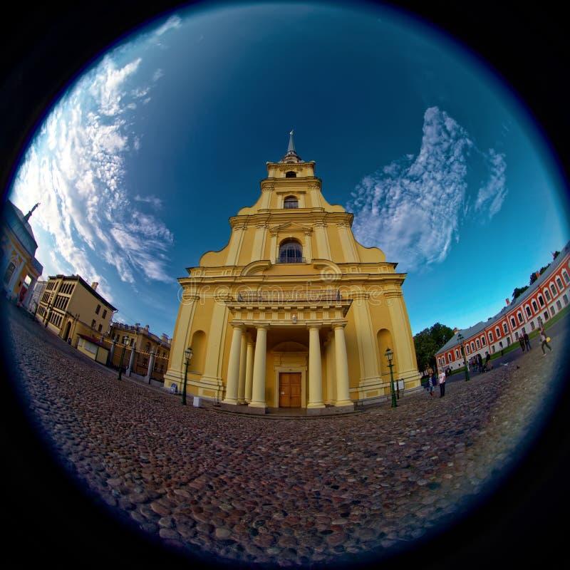 Peter i Paul katedralny iin Peter i Paul forteca Rybiego oka obiektyw tworzy kółkowego super szerokiego kąta widok obraz stock