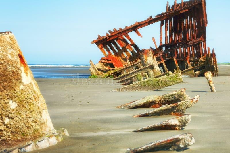 Peter Iredale Ship Wreck na maré baixa fotografia de stock
