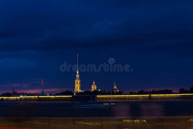 Peter och Pauls fästning på solnedgång, St Petersburg, Ryssland arkivbilder