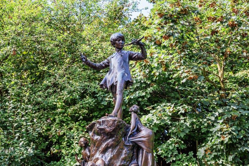 Peter Pan-Statue in Kensington-Gärten, London lizenzfreies stockbild