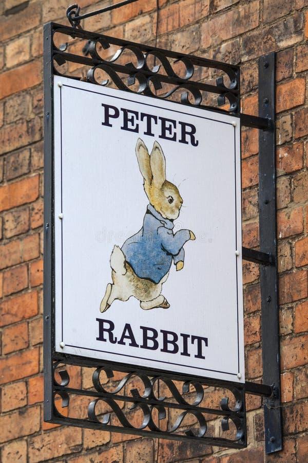 Peter Rabbit Sign in stratford-op-Avon in het UK stock foto