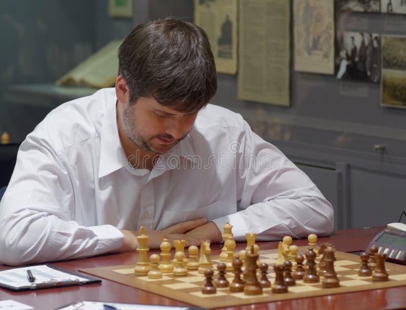 Peter Svidler i toppen-finaler av den ryska schackmästerskapet royaltyfri bild