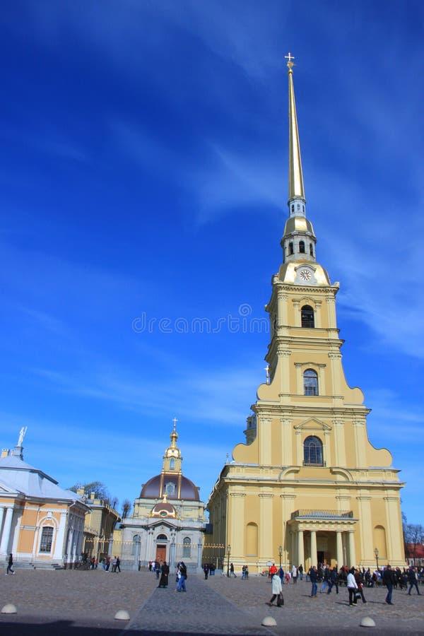Peter- und Paul Cathedral-Kreuz stockfotos