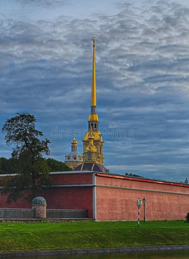 Download Peter-und Paul-Festung stockfoto. Bild von insel, haube - 26366524