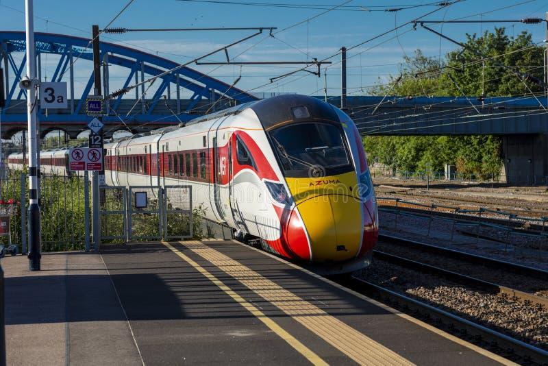 Peterborough, Cambirdgeshire, Regno Unito, luglio 2019, una vista di un treno di Azuma LNER alla stazione di Peterborough fotografie stock