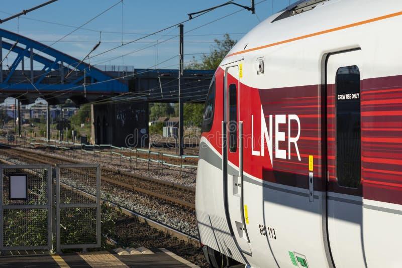 Peterborough Cambirdgeshire, UK, Juli 2019, en sikt av ett Azuma LNER drev på den Peterborough stationen arkivfoton