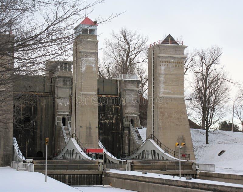Peterborough elevatorlås i vinter royaltyfri bild