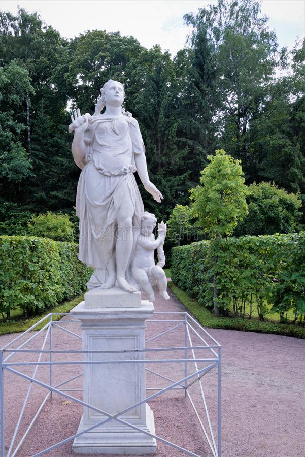 Petergof, Russland, im Juli 2019 Die Skulptur 'Luft 'nahe Marly Palace lizenzfreies stockbild