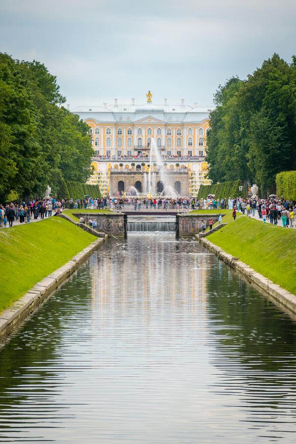 Peterhof宫殿的运河在圣彼德堡,俄罗斯 库存图片