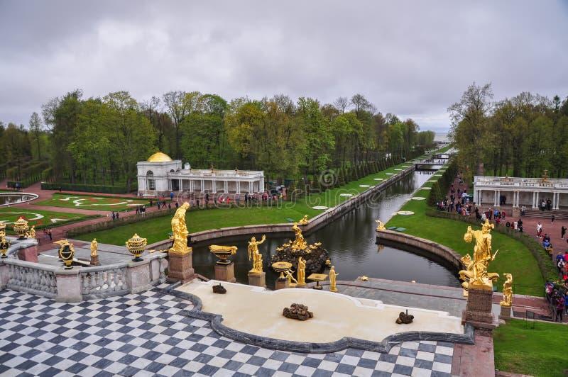 Peterhof pałac szeroki ogród w świętym Petersburg zdjęcia royalty free
