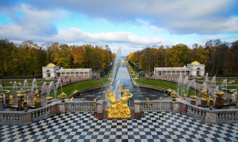 Peterhof pałac w świętym Petersburg, Rosja zdjęcia royalty free
