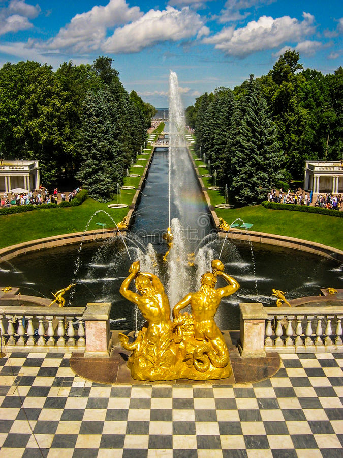 Peterhof Paalce i St Petersburg, Ryssland arkivbild