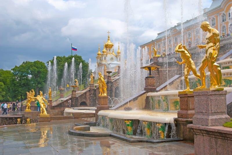 Peterhof Rússia A cascata grande imagens de stock