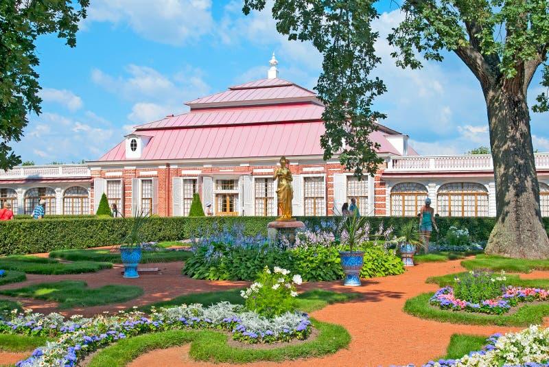 Peterhof Rússia Jardim de Monplaisir fotos de stock