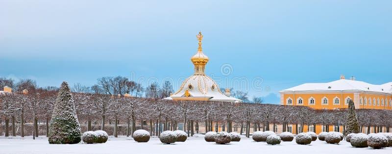 Peterhof Rússia O bloco heráldico foto de stock
