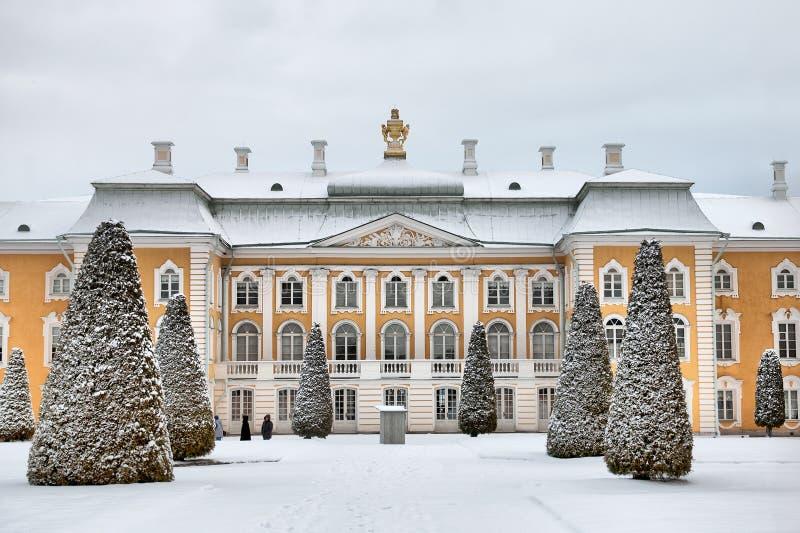 Peterhof Rússia O palácio grande fotos de stock royalty free