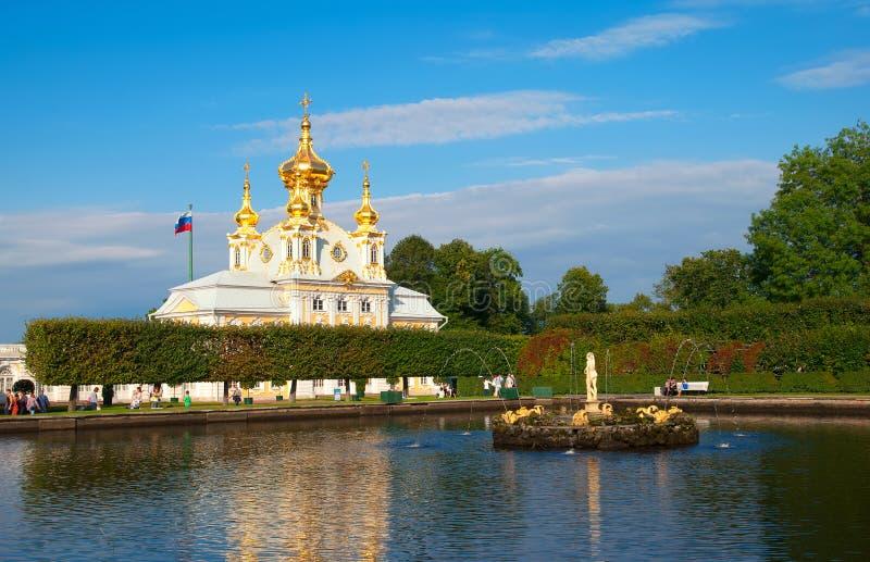 Peterhof Rusland Oostelijke Vierkante Vijver met Apollo Sculpture royalty-vrije stock foto's