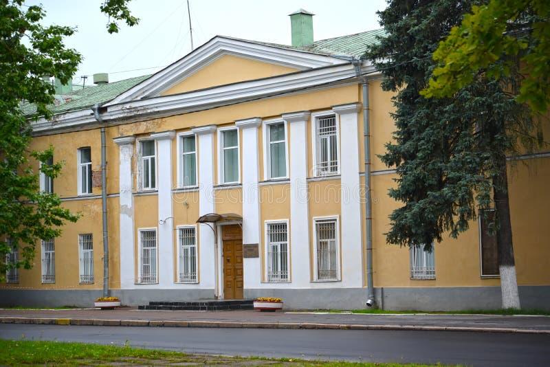 peterhof russia Byggnad av de tidigare barackerna av leyb-vakten av det Ulansky regementet arkivbilder