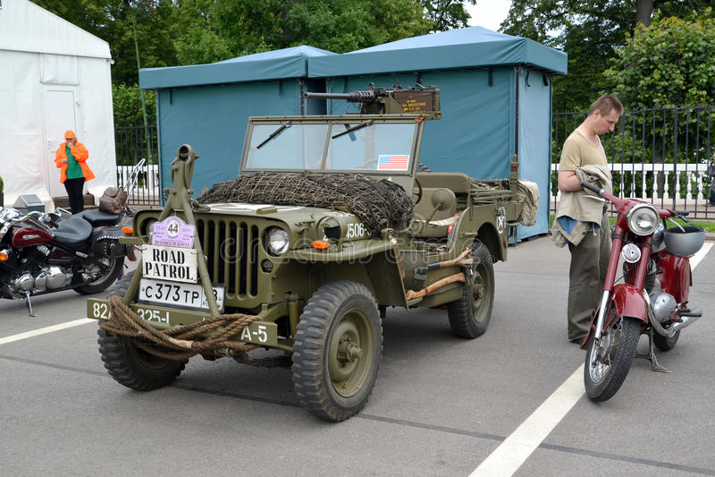 peterhof russia Den Willys MB-bilen (Willis) cos arkivfoton