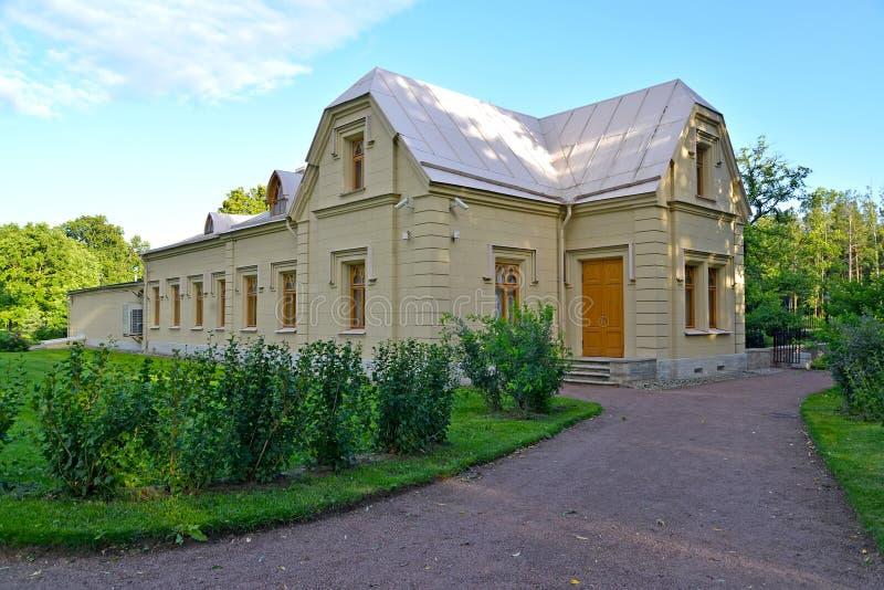 peterhof russia Station för museumslottkabel Alexandria parkerar arkivfoton