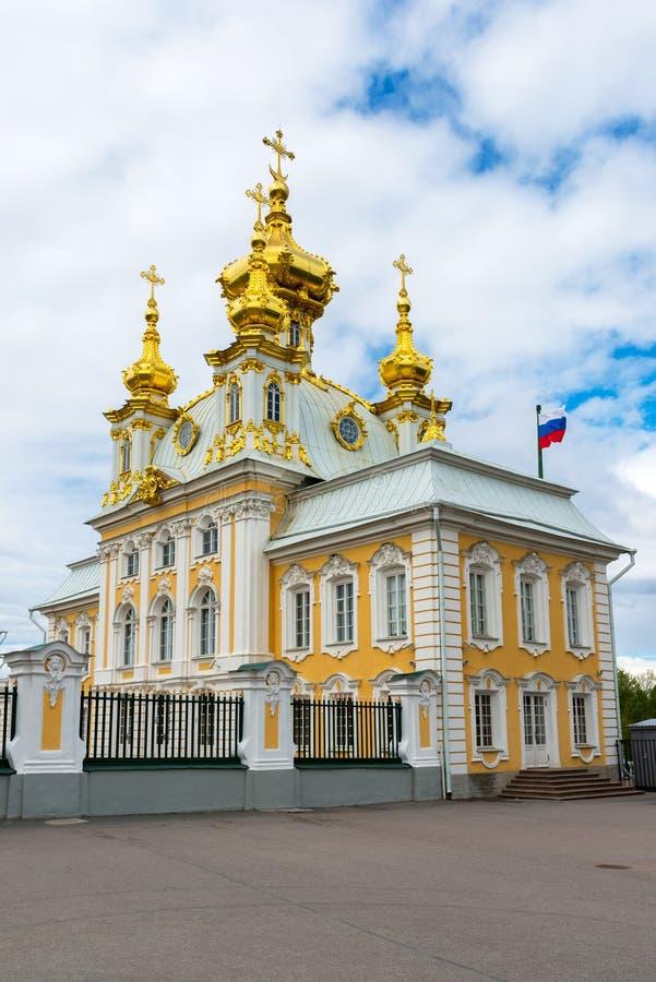 Peterhof, Russland - 3. Juni 2017 Palastkirche von St Peter und von Paul stockfotografie