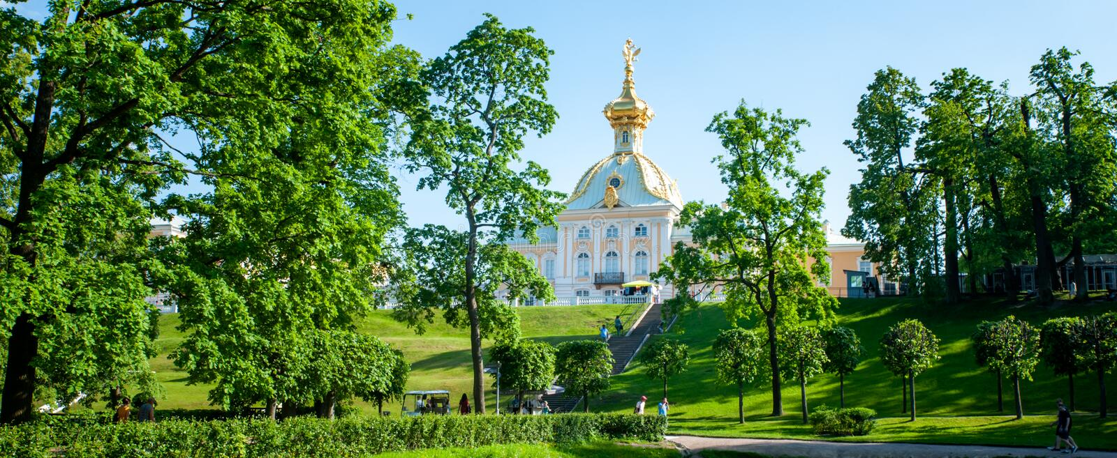 Peterhof, SAINT PETERSBURG, RUSSIA- JUNE 06, 2019: panoramic scenic view on  Grand Palace in Petergof royalty free stock photos