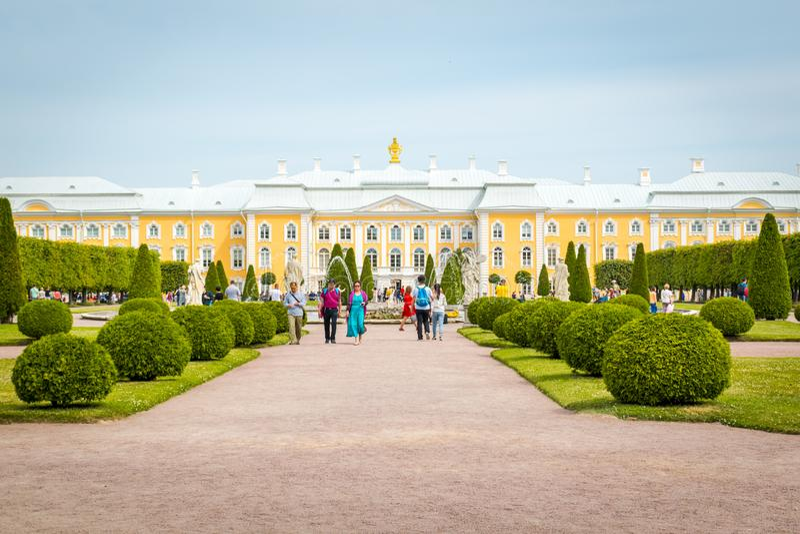 Peterhof slott i St Petersburg, Ryssland arkivbilder
