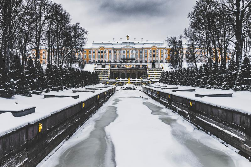 Peterhof sommarslott, St Petersburg royaltyfri bild