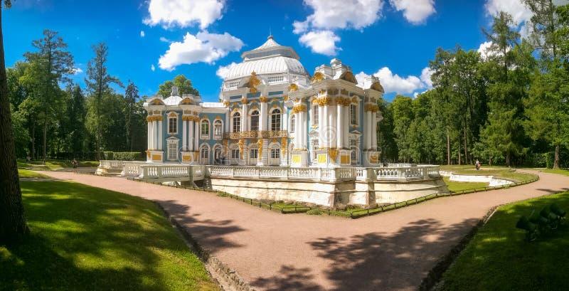 Petersburg Rosja, Czerwiec, - 29, 2017: Eremu pawilon w Catherine parku zdjęcia royalty free