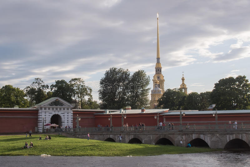 Petersburg Rosja, SIERPIEŃ, -, 26 august 2016: Iglica Peter i Paul forteca, obrazy royalty free