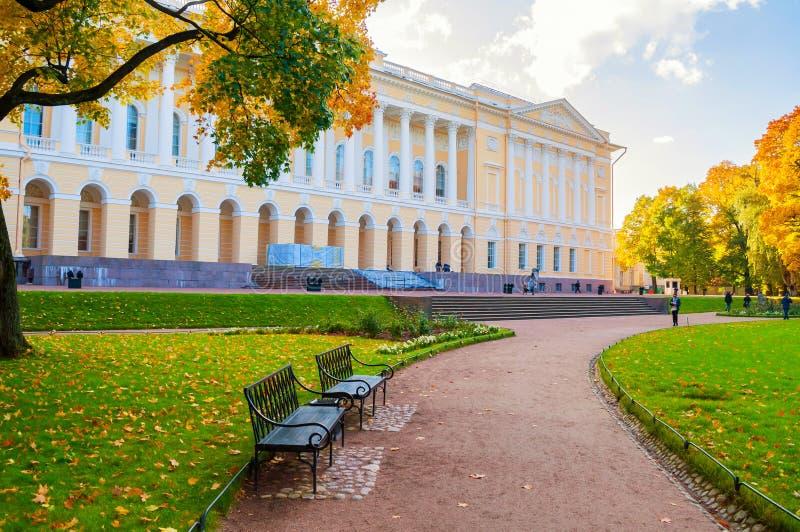 petersburg Rosji st Mikhailovsky pałac, budować stanu rosjanina muzeum Jesień widok St Petersburg punkt zwrotny obraz royalty free