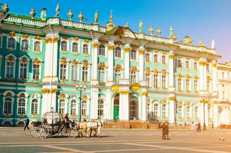 petersburg Rosji st Twierdzi eremu muzeum i zaludnia odprowadzenie przy pa?ac kwadratem obraz royalty free
